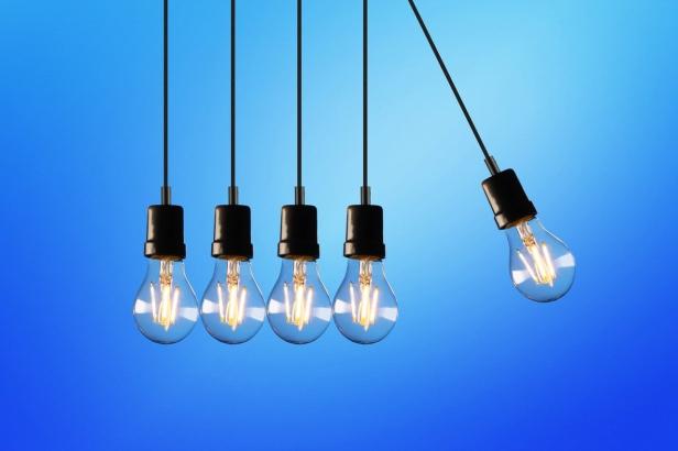 five-bulb-lights-1036936-(1)